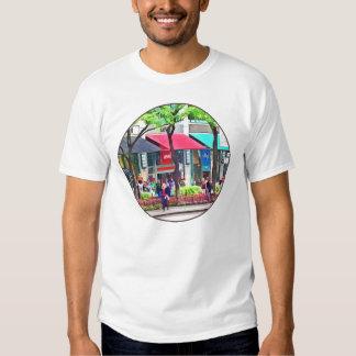 Chicago IL - El hacer compras a lo largo de la Camisas