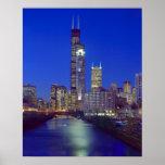 Chicago, Illinois, horizonte en la noche con Chica Posters