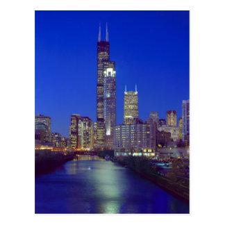 Chicago, Illinois, horizonte en la noche con Chica Tarjeta Postal
