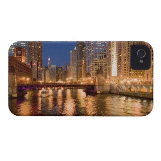 Chicago, Illinois, horizonte y el río Chicago en 2 iPhone 4 Funda