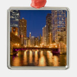 Chicago, Illinois, horizonte y el río Chicago en Adorno Navideño Cuadrado De Metal