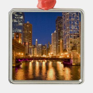 Chicago, Illinois, horizonte y el río Chicago en Ornato