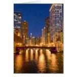 Chicago, Illinois, horizonte y el río Chicago en Tarjetón