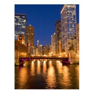 Chicago, Illinois, horizonte y el río Chicago en Tarjeta Postal