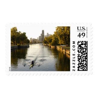 Chicago, Illinois, Rowers en la laguna de Lincoln Envio