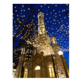 Chicago, Illinois, torre de agua vieja con día de Tarjetas Postales