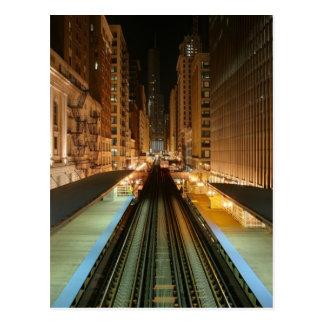 """Chicago """"L"""" estación en la noche Postales"""