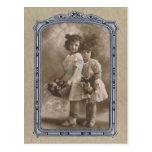 Chicas adorables del marco del vintage postal