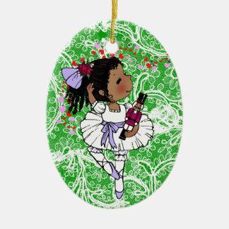 Chicas afroamericanos de las bailarinas adorables adorno navideño ovalado de cerámica