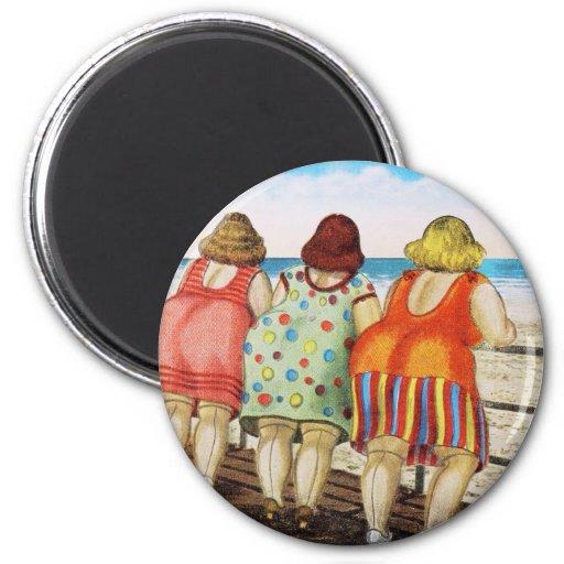 Chicas basados gordos del vintage en la playa imán redondo 5 cm