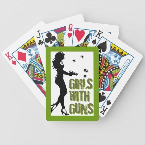 Chicas con los naipes de los armas baraja de cartas