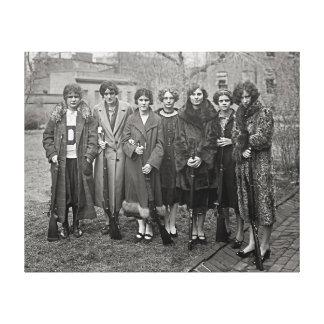 Chicas con Rifles, 1925 Impresión En Lona