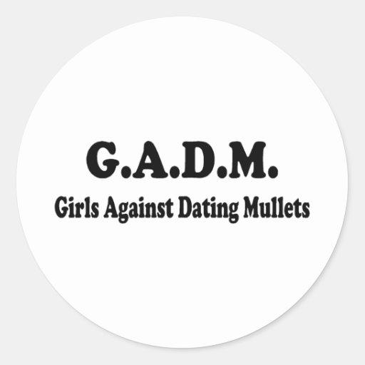 Chicas contra salmonetes de la datación pegatina redonda