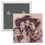 Chicas de geisha jovenes pin cuadrada 5 cm
