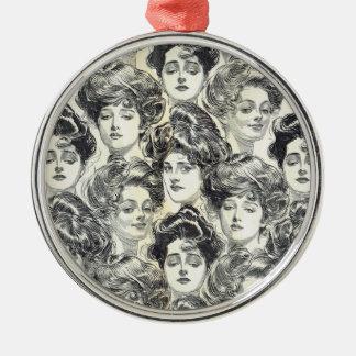 Chicas de Gibson de Charles Dana Gibson circa 1902 Adorno Navideño Redondo De Metal