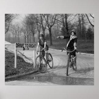 Chicas de la aleta que montan a Bicycles, 1925 Impresiones