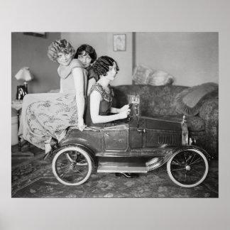 Chicas de la aleta que montan el pedal Car, 1922 Póster