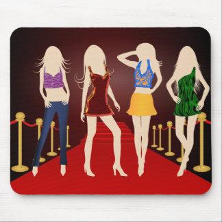Chicas de la moda en la alfombra roja Mousepad