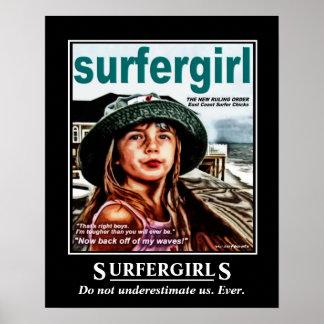 Chicas de la persona que practica surf posters