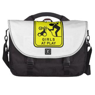 Chicas de la precaución en el juego - soldador del bolsas para portatil