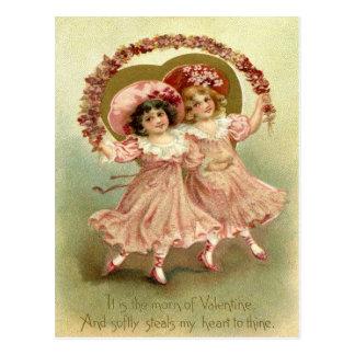 Chicas de la tarjeta del día de San Valentín del Postal