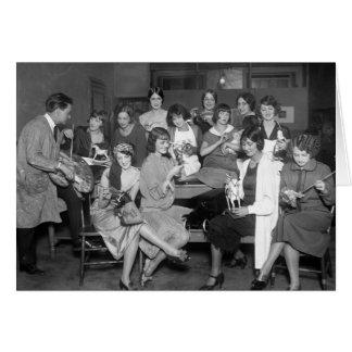 Chicas de las locuras con los juguetes, 1900s temp felicitaciones