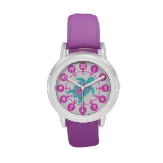 Chicas de los niños rosados y reloj blanco de los