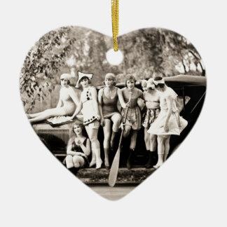 Chicas de Mack Sennett que bañan el vintage del Adorno Navideño De Cerámica En Forma De Corazón