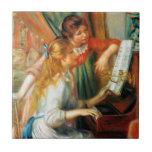 Chicas de Renoir en la teja del piano