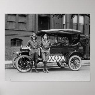 Chicas del coche antiguo, los años 20 impresiones
