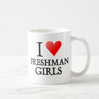 Chicas del estudiante de primer año del corazón I Taza Clásica