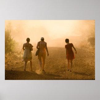 Chicas en la neblina posters