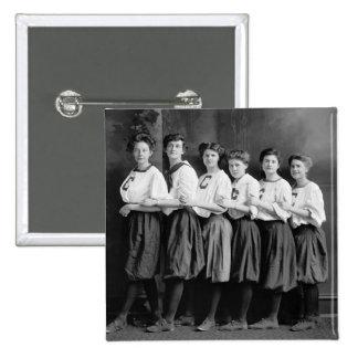 Chicas en los bombachos, 1900s tempranos pin cuadrado