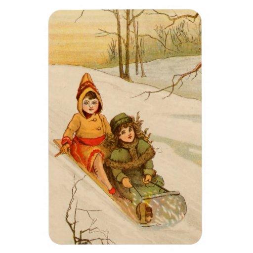 Chicas en un trineo en nieve del invierno imán flexible