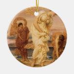 Chicas griegos que cogen los guijarros por el mar ornamentos de navidad