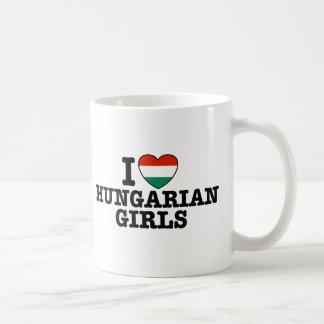 Chicas húngaros taza de café