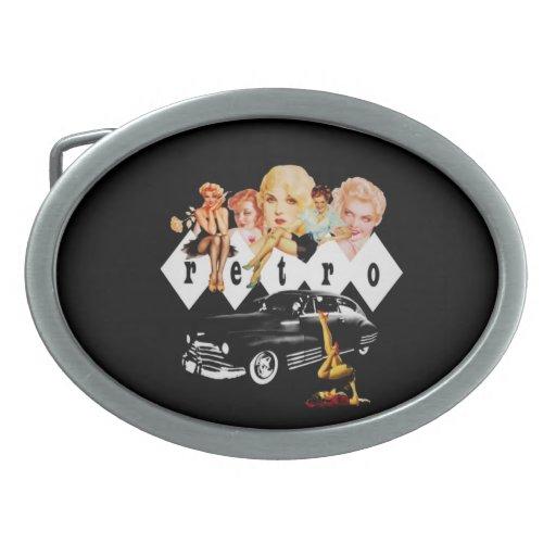 Chicas modelos retros y un coche de carreras hebilla cinturón