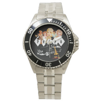 Chicas modelos retros y un coche de carreras relojes de pulsera