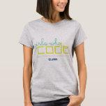 Chicas que cifran la camiseta de los clubs