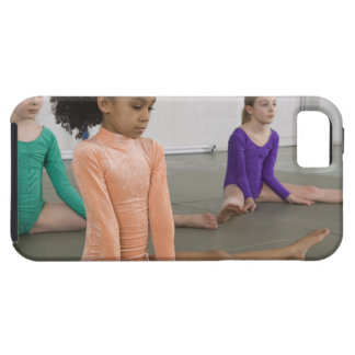 Chicas que estiran en práctica de la gimnasia funda para iPhone SE/5/5s