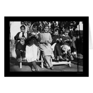 Chicas que hacen punto en Albania 1923 Tarjeta De Felicitación