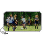 Chicas que juegan a fútbol notebook altavoces