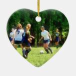 Chicas que juegan a fútbol ornato