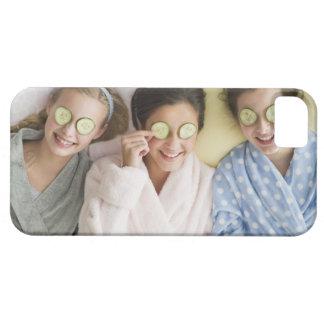 Chicas que tienen un facial iPhone 5 carcasas