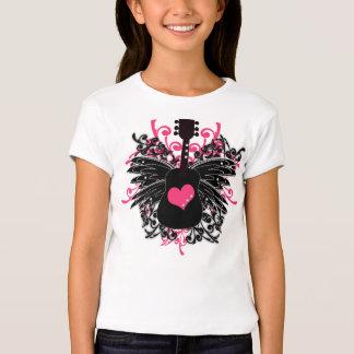 Chicas rosados y guitarra negra con las alas del camisas