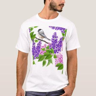 Chickadee en camisa de arbustos de lila