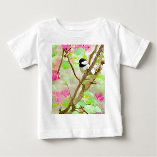 Chickadee en el cerezo playeras