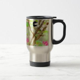 Chickadee en el cerezo taza de viaje