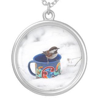 Chickadee en foto del invierno grimpola personalizada