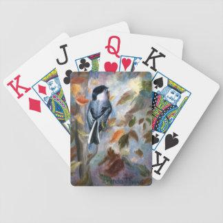Chickadee en la caída barajas de cartas